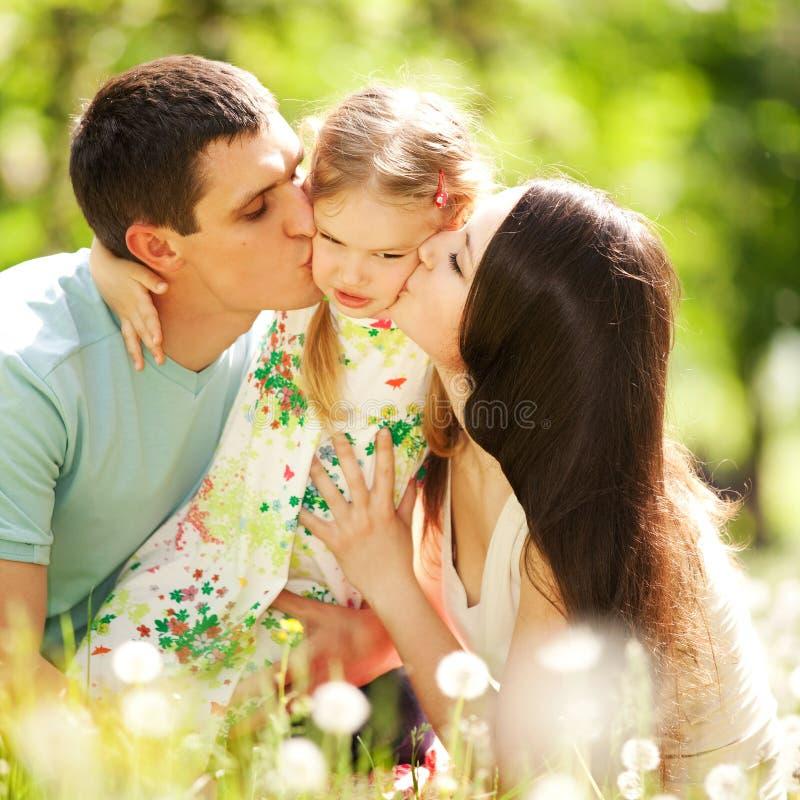 Gelukkige moeder, vader en daughte royalty-vrije stock foto's
