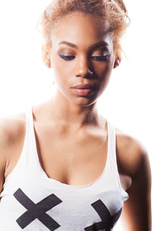 Gelukkige mooie Afrikaanse Amerikaanse vrouw stock foto's