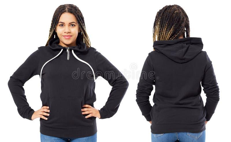 Gelukkige mooie afro Amerikaanse vrouw in spot van de sweatshirt de voor en achtermening omhoog, vrouwelijk leeg kapmodel stock afbeelding