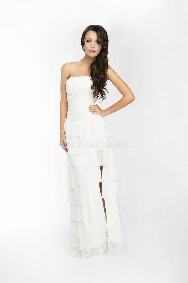 Gelukkige mooie bruid witte achtergrond op doek stock afbeelding