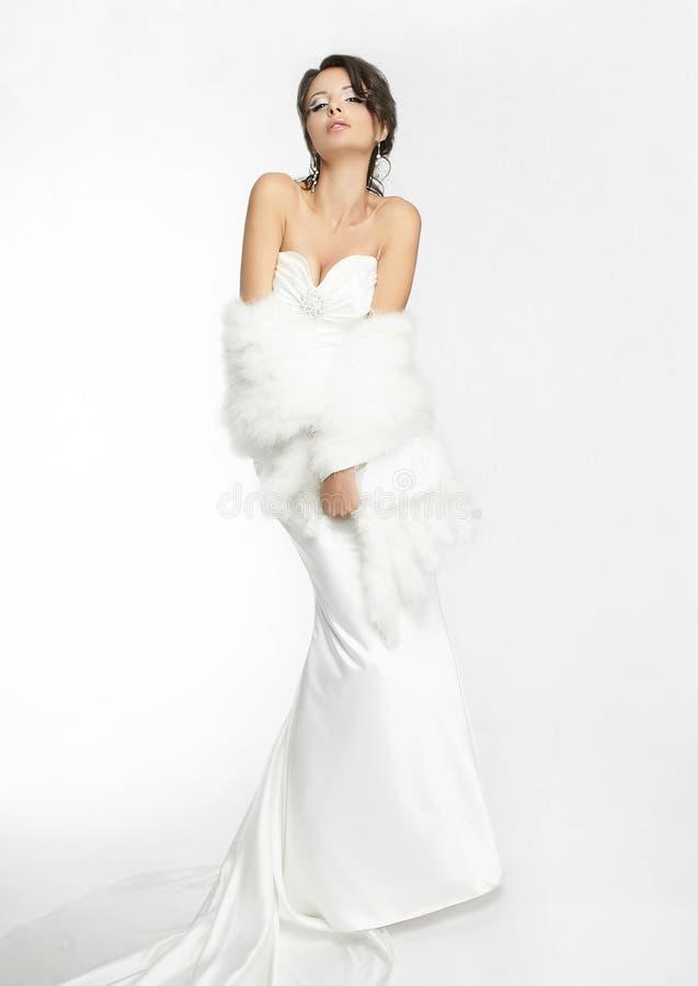 Gelukkige mooie bruid witte achtergrond op doek royalty-vrije stock afbeeldingen