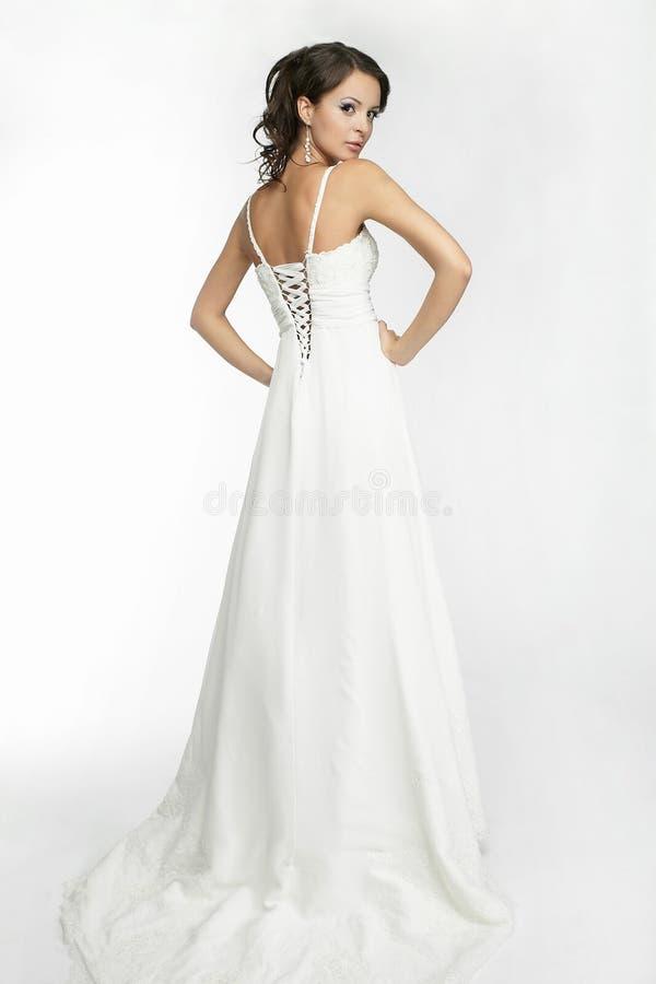 Gelukkige mooie bruid witte achtergrond op doek stock foto
