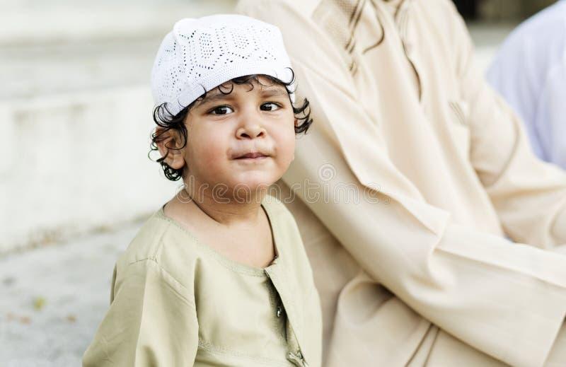 Gelukkige Moslimjongen met zijn familie royalty-vrije stock foto's