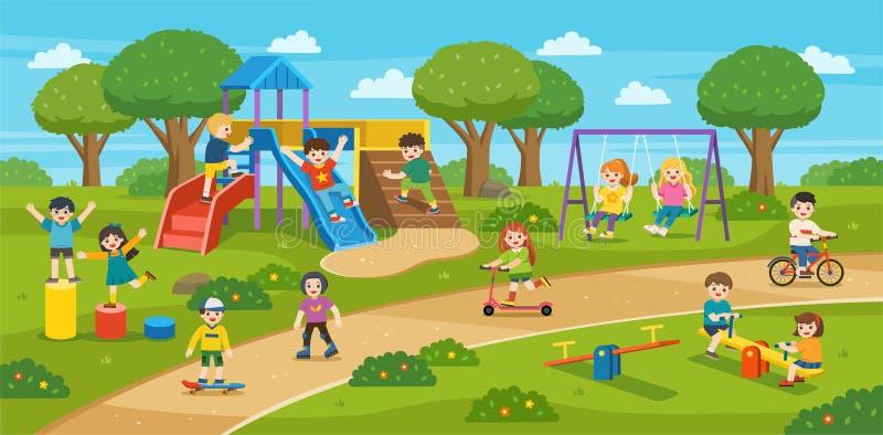 Gelukkige opgewekte jonge geitjes die pret samen op speelplaats hebben De kinderen spelen buiten met hemelachtergrond royalty-vrije illustratie