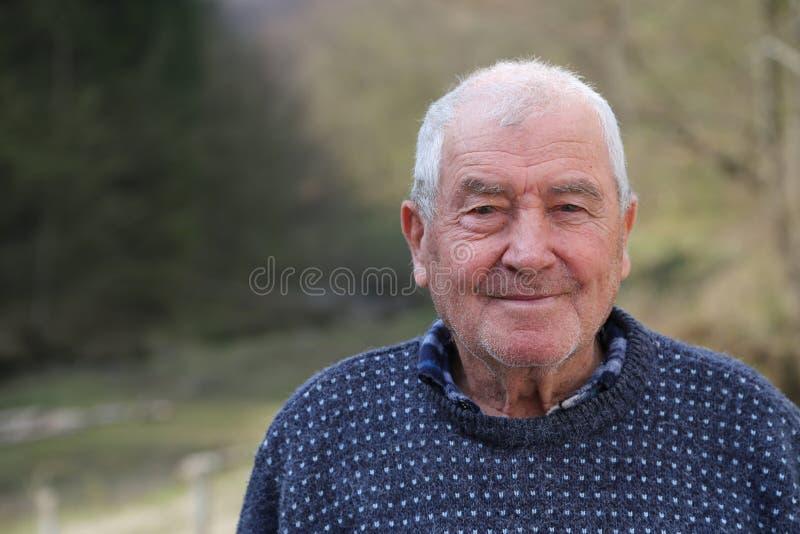 Gelukkige oude mens stock afbeeldingen