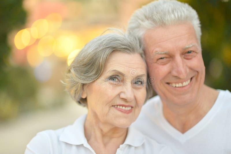 Gelukkige oude mensen stock afbeeldingen