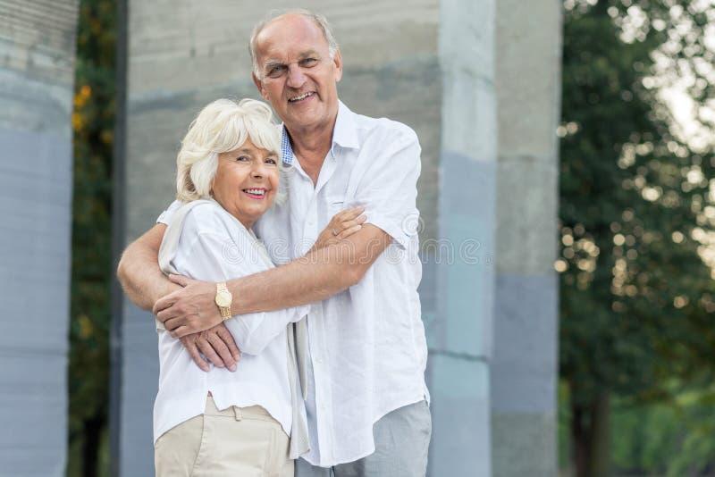 Gelukkige oudere mensen royalty-vrije stock afbeeldingen