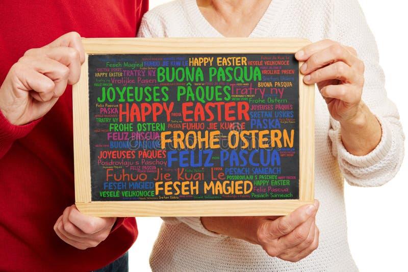 Gelukkige Pasen-groeten in vele talen stock foto's