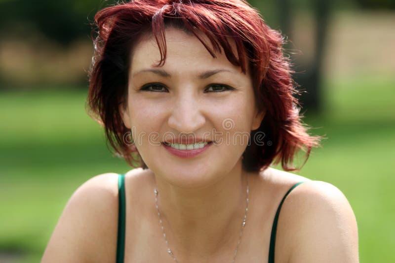Download Gelukkige rijpe vrouw stock afbeelding. Afbeelding bestaande uit vrouw - 285685