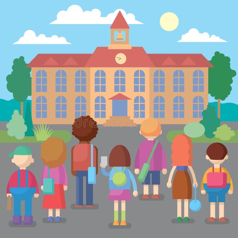 Gelukkige schoolkinderen die zich voor de schoolbouw bevinden royalty-vrije stock afbeeldingen