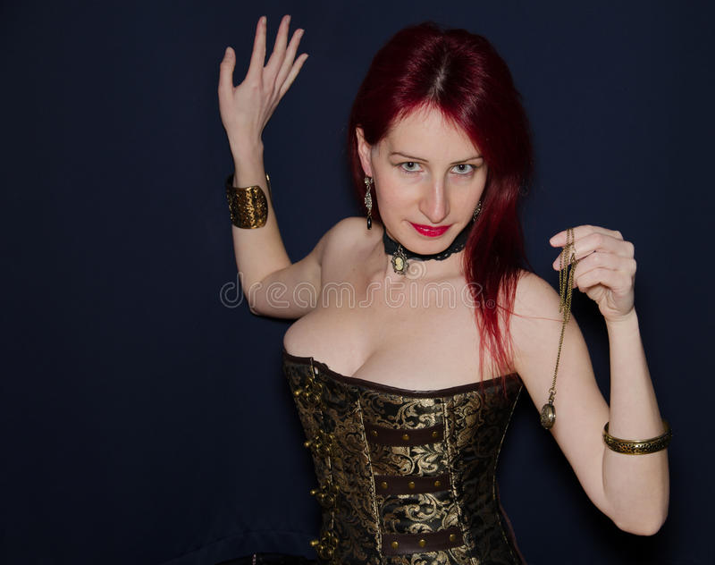 Gelukkige steampunkvrouw stock foto's