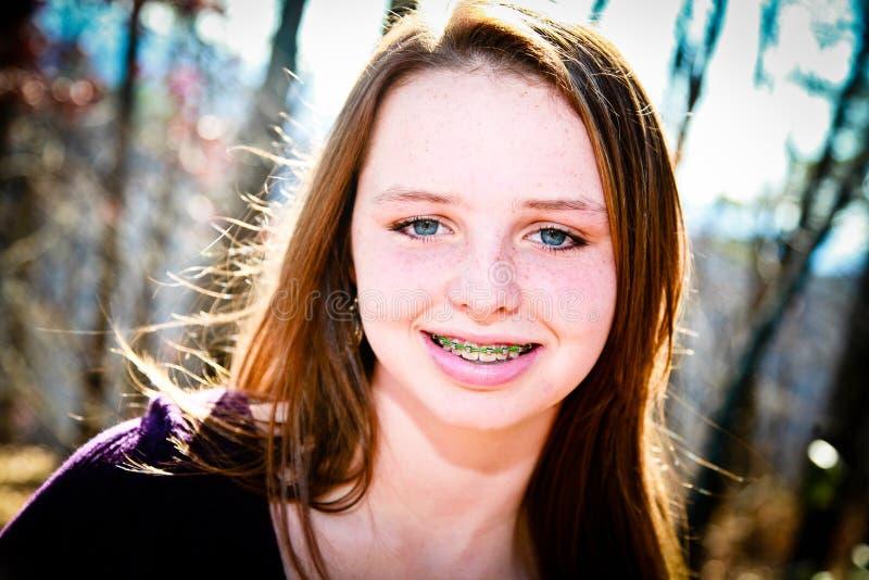Gelukkige Tiener met Steunen royalty-vrije stock fotografie