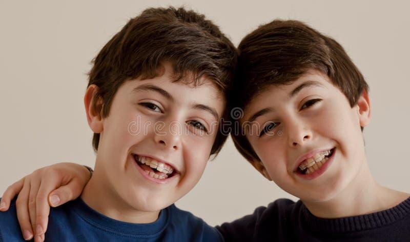 Gelukkige tienerjaren met Steunen stock afbeelding