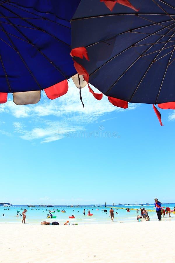 Gelukkige tijden op strand stock fotografie