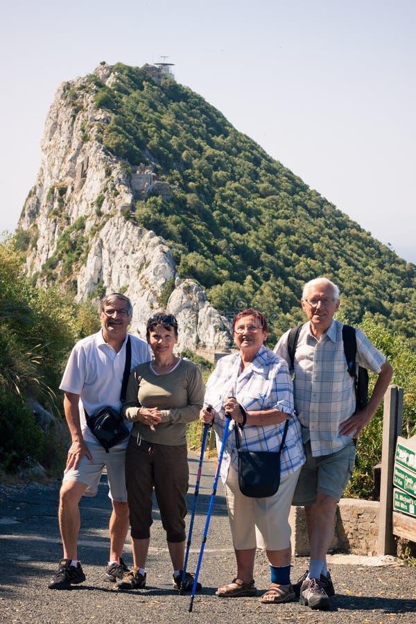 Gelukkige toeristen op de Rots van Gibraltar royalty-vrije stock foto