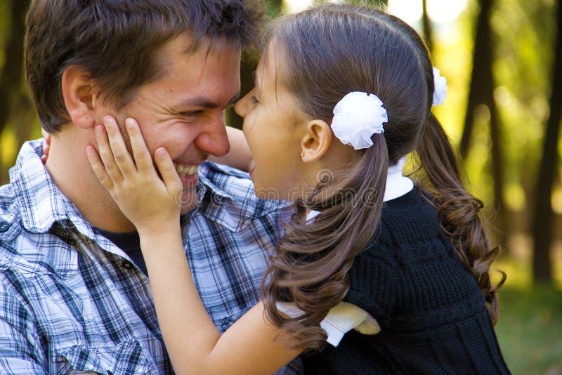 Gelukkige vader en dochter royalty-vrije stock fotografie