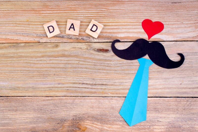 Gelukkige Vaderdag op houten achtergrond symbolen van liefde, vader, mens Gelukkige de dagachtergrond van Valentine ` s Exemplaar stock foto's