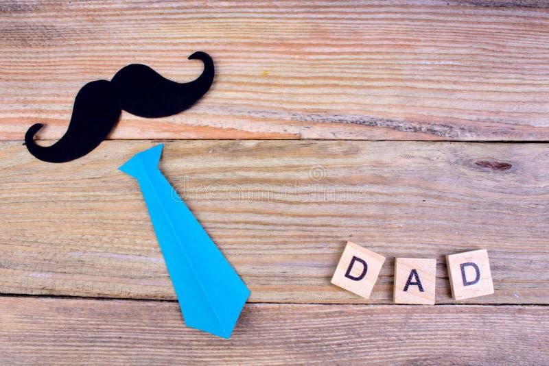 Gelukkige Vaderdag op houten achtergrond symbolen van liefde, vader, mens Gelukkige de dagachtergrond van Valentine ` s Exemplaar royalty-vrije stock foto's