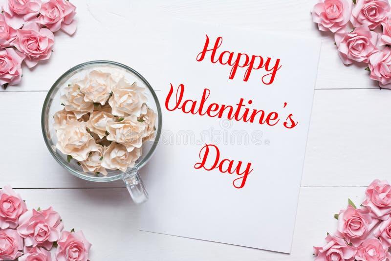 Gelukkige Valentine& x27; s Dagconcept Roze en witte rozenachtergrond royalty-vrije stock fotografie