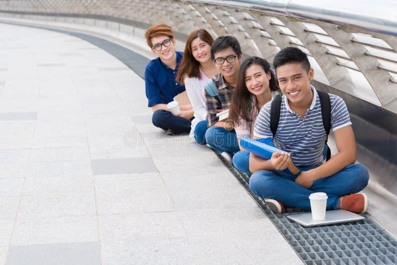 Gelukkige Vietnamese studenten stock fotografie