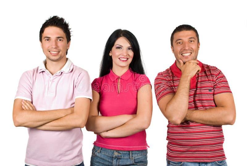Gelukkige vrienden in roze t-shirts stock foto's