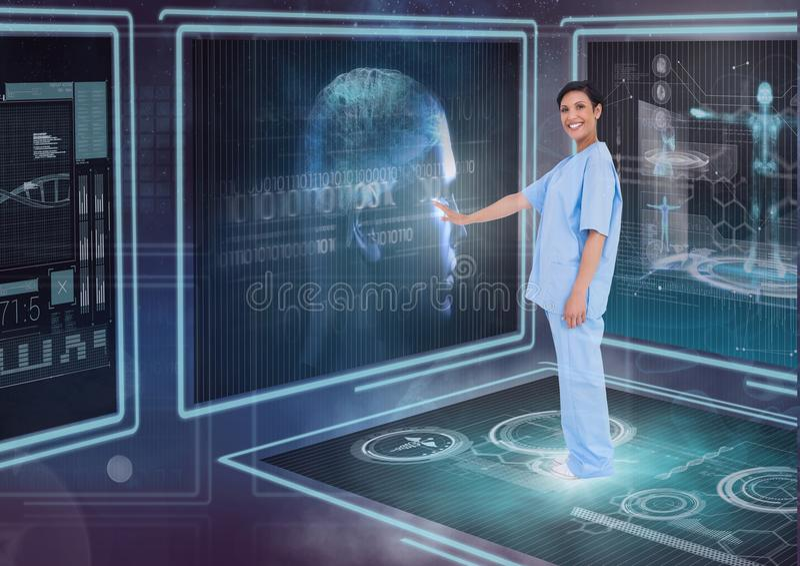 Gelukkige vrouw arts die met medische interfaces tegen purpere achtergrond met gloed interactie aangaan stock fotografie