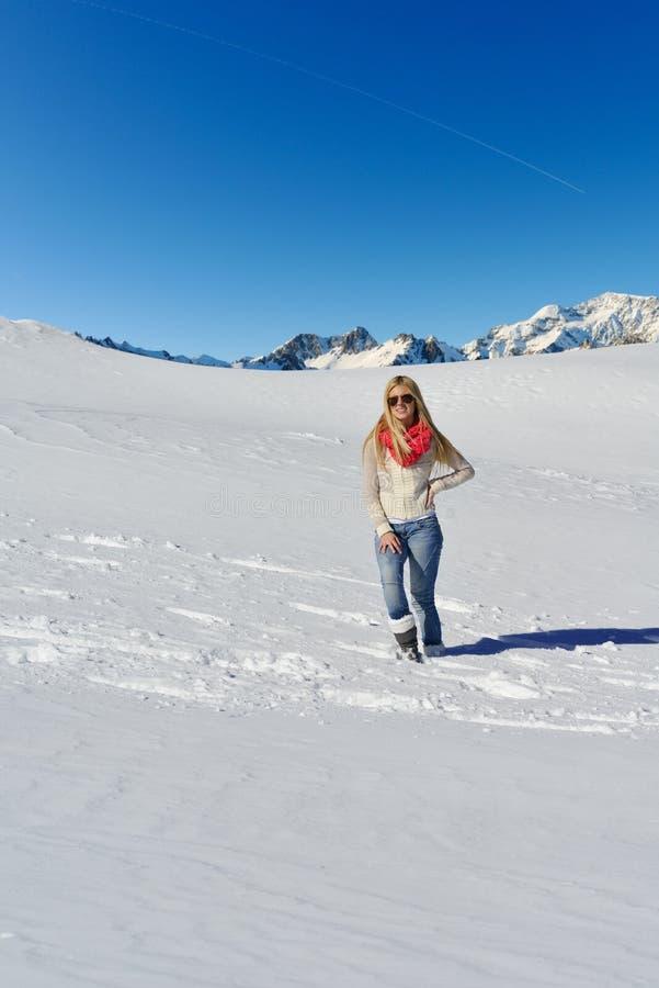 Gelukkige vrouw bij de winter royalty-vrije stock afbeeldingen