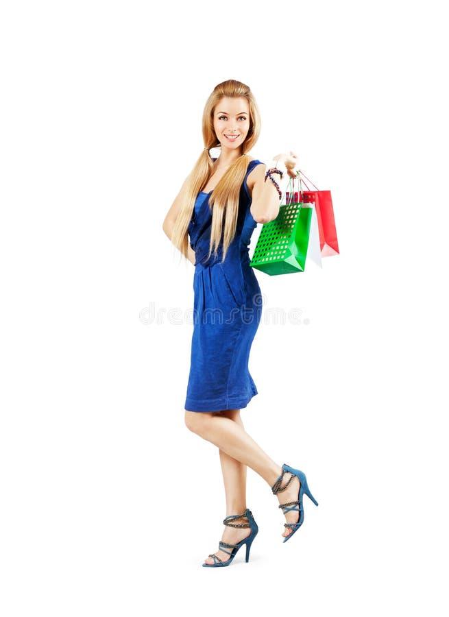 Gelukkige Vrouw in Blauwe Kledingsholding het Winkelen Zakken royalty-vrije stock afbeelding
