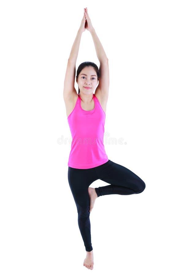 Gelukkige vrouw die en het praktizeren yoga glimlachen Geïsoleerd op witte backg royalty-vrije stock fotografie
