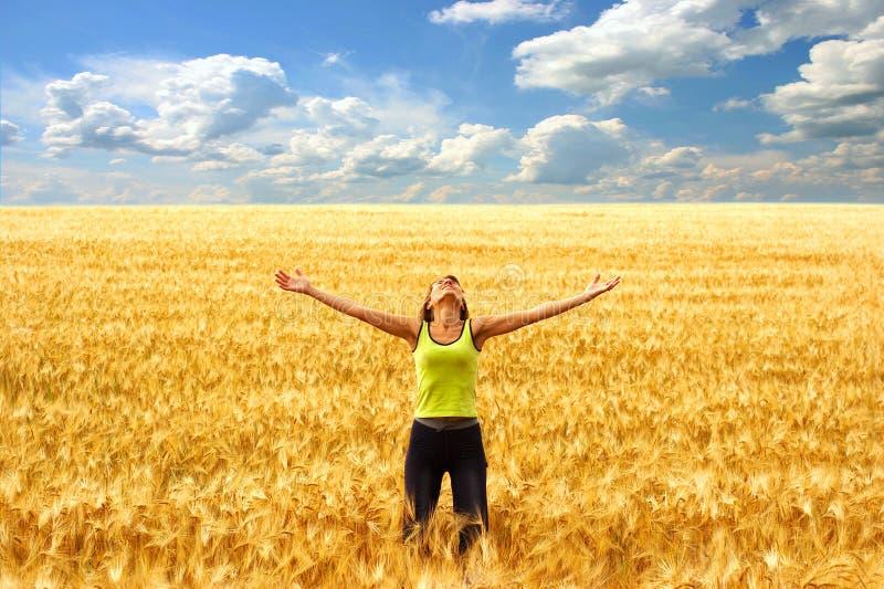 Gelukkige vrouw en vrijheid stock afbeeldingen