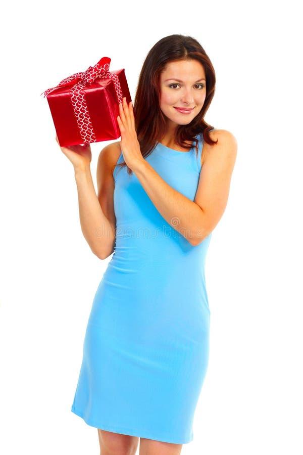 Gelukkige vrouw met aanwezige Kerstmis royalty-vrije stock afbeeldingen