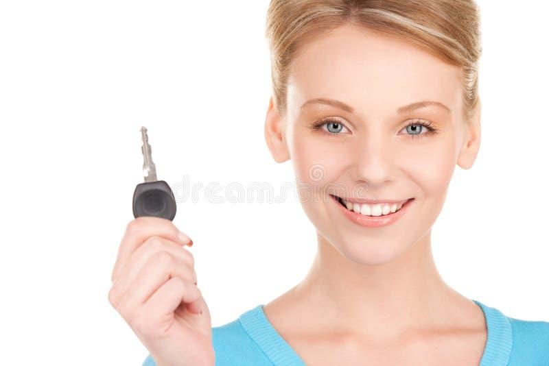 Gelukkige vrouw met autosleutel stock foto's
