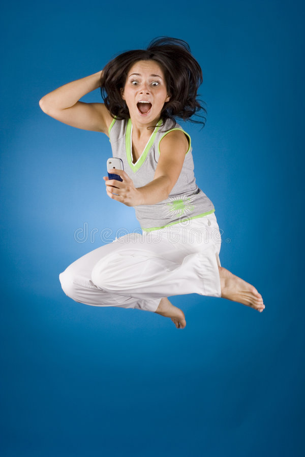 Gelukkige vrouw met celtelefoon royalty-vrije stock foto