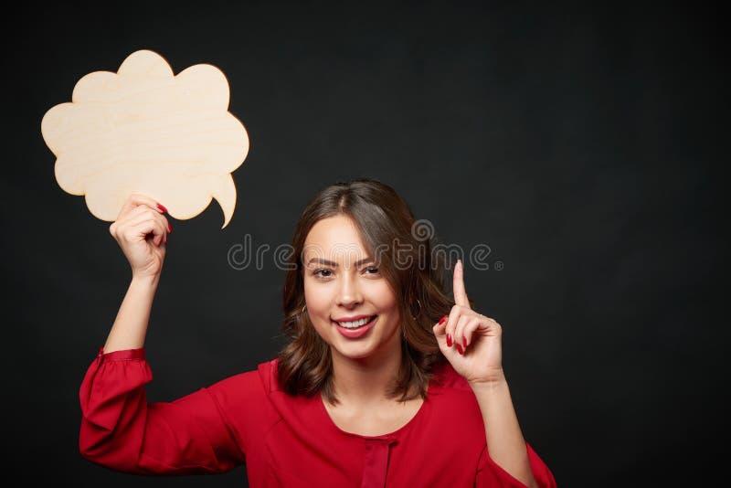 Gelukkige vrouw met gedachte bel stock foto's