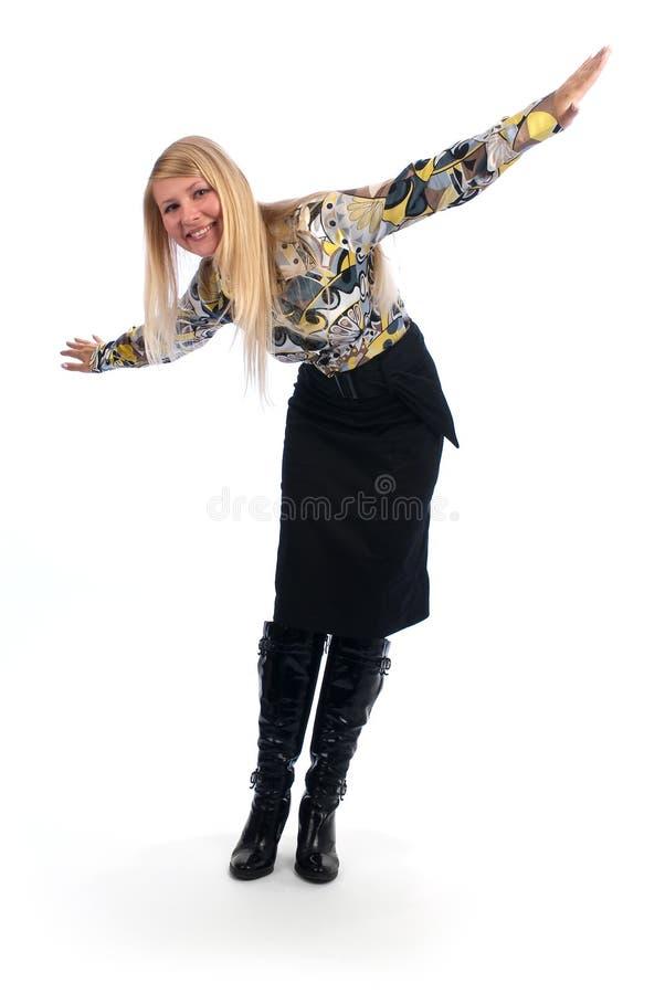Gelukkige vrouw met haar wijd open wapens royalty-vrije stock afbeelding