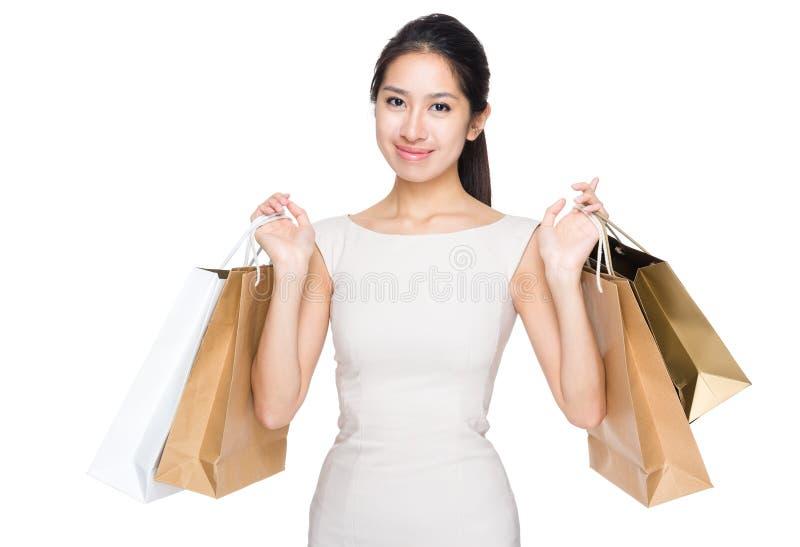 Gelukkige vrouw met het winkelen zak royalty-vrije stock afbeelding