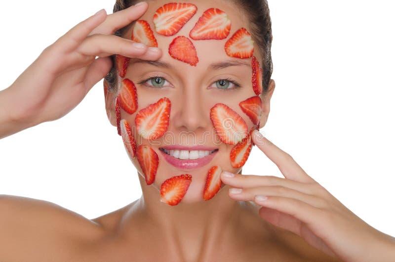 Gelukkige vrouw met masker van aardbeien royalty-vrije stock afbeeldingen