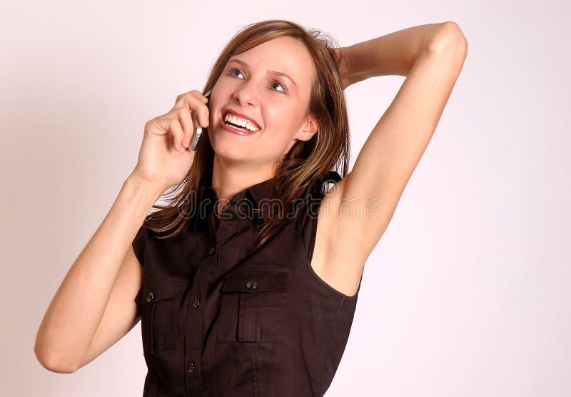 Gelukkige vrouw op de telefoon stock foto