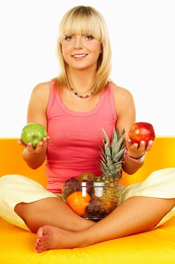 Gelukkige vrouwen met vruchten royalty-vrije stock foto