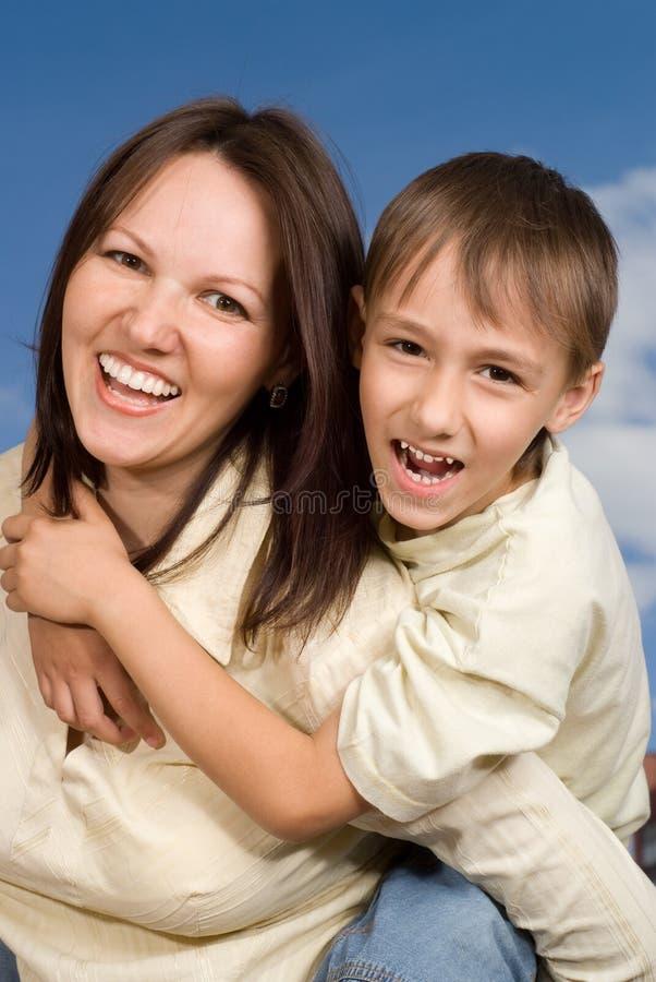 Gelukkige vrouwenvrouw met zoon royalty-vrije stock afbeeldingen