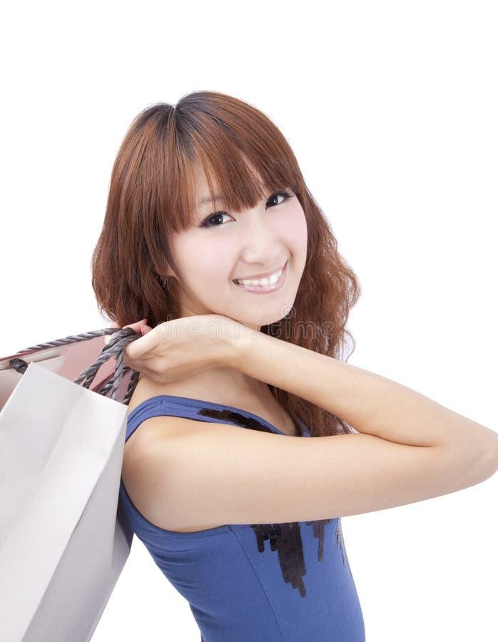 Gelukkige winkelende Aziatische vrouw royalty-vrije stock afbeeldingen