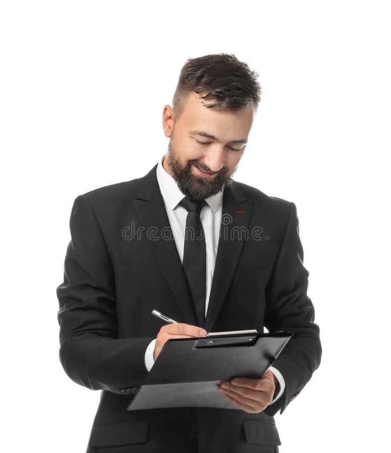 Gelukkige zakenman die op klembord tegen witte achtergrond schrijven royalty-vrije stock foto's