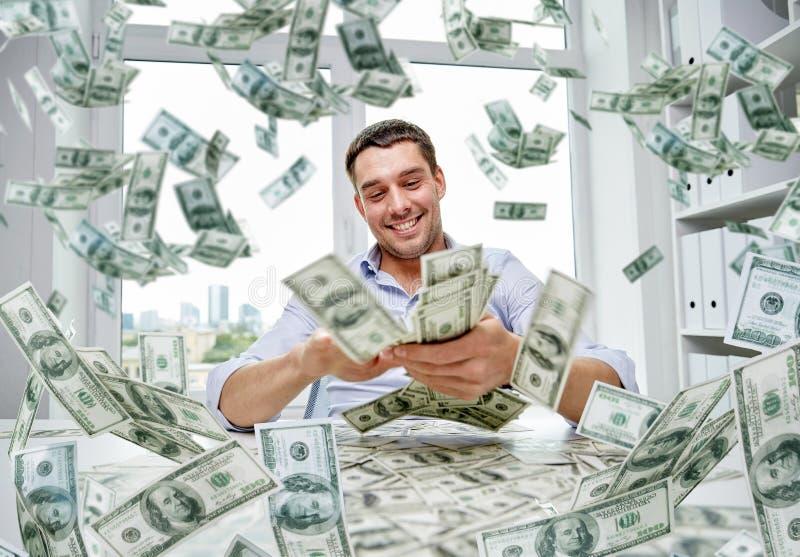 Gelukkige zakenman met hoop van geld stock afbeeldingen