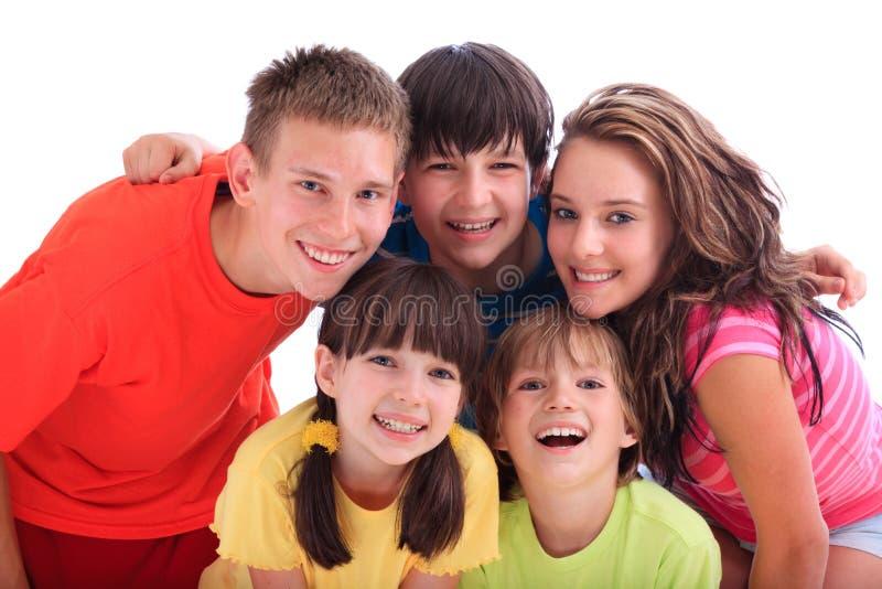 Gelukkige zusters en broers stock fotografie
