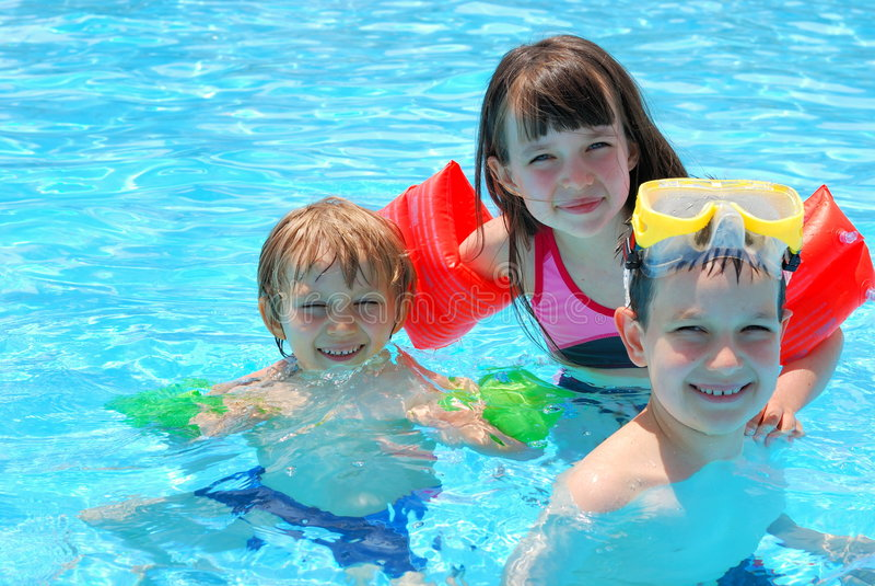 Gelukkige zwemmers stock fotografie