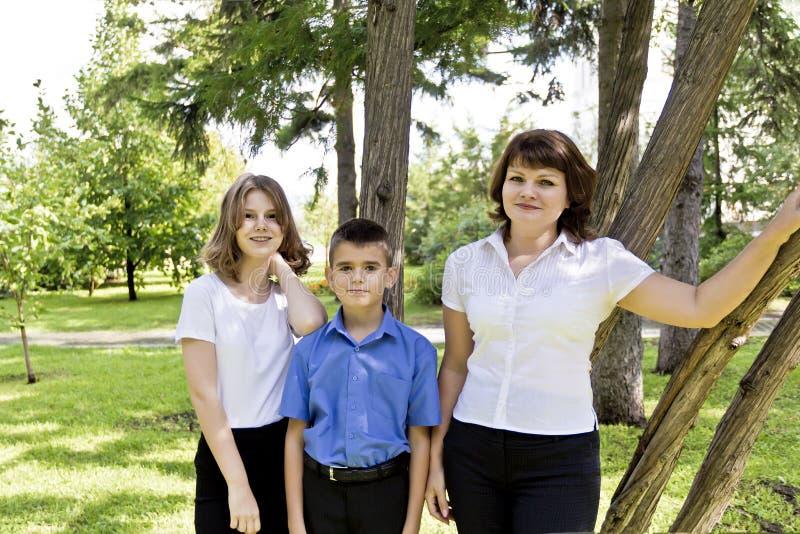 Gelukkigste moeder met dochter en zoon royalty-vrije stock foto