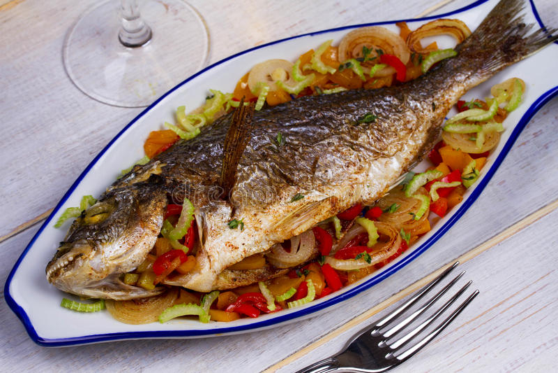 Gemüse - angefüllte Fische stockfotografie
