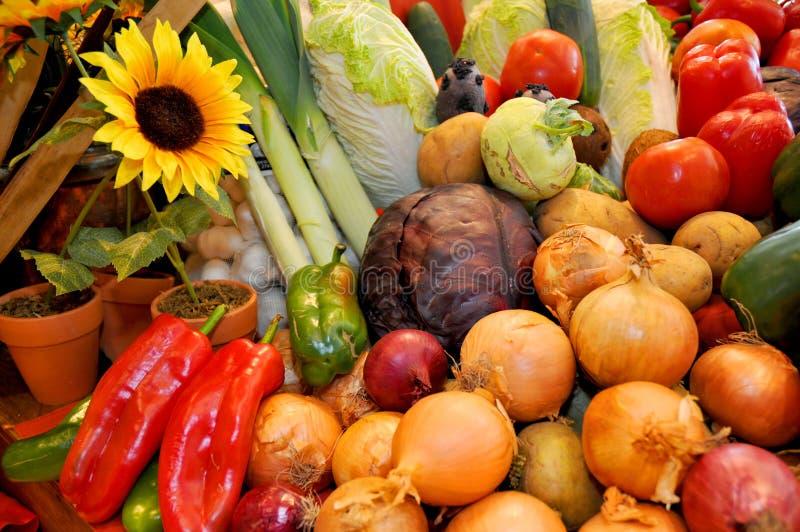 Gemüse auf der Tabelle stockfotografie