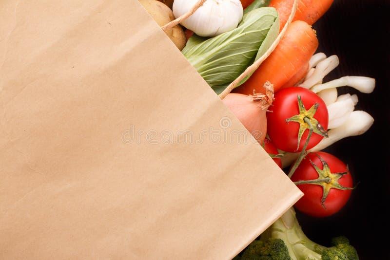 Gemüse auf hölzernem Hintergrund mit Raum für Text. stockbilder