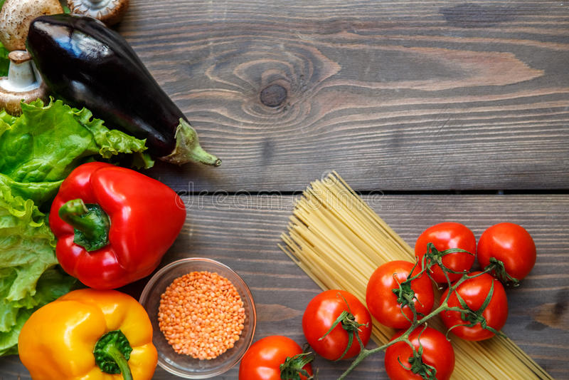 Gemüse frisch auf Tabelle zuhause stockfoto